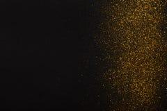 Złota błyskotliwość piaska tekstury granica na czarnym, abstrakcjonistycznym tle, obraz royalty free