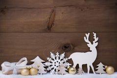 Złota Bożenarodzeniowa dekoracja, śnieg, drzewo, renifer I prezent, Zdjęcia Royalty Free