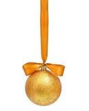 Złota Bożenarodzeniowa sfera Zdjęcie Royalty Free
