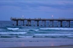 Złota Brzegowy molo przy mierzeją - Queensland Australia Zdjęcia Royalty Free