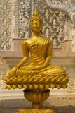 Złota Buddha statua przy Wata Mai Kham Bladą świątynią, Phichit, Thailan Fotografia Stock