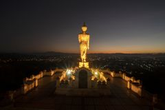 Złota Buddha statua w ranku zdjęcia royalty free
