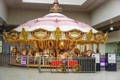 Złota carousel przejażdżka fotografia stock