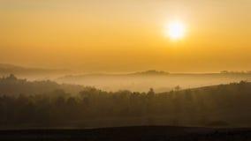 Złota godzina w Monferrato wzgórzach w jesieni Podgórskiej, Włochy Pokojowy widok obrazy stock