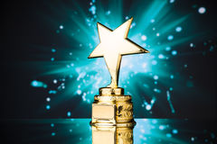 Złota gwiazdowy trofeum zdjęcia royalty free