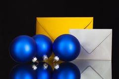Złota i srebra koperty i Bożenarodzeniowa dekoracja Obrazy Stock