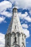 Złota kopuła rosyjski kościół prawosławny z krzyżem Zdjęcie Stock