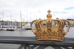 Złota korona na Skeppsholm moście, Sztokholm, Szwecja fotografia stock