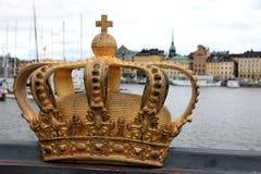 Złota korona na Skeppsholm moście, Sztokholm, Szwecja zdjęcie royalty free