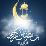 Złota księżyc z wiszącym lampionem i gwiazdami w chmurach Prezent karta dla Ramadan Kareem Religia Święty miesiąc Ręka rysujący j royalty ilustracja