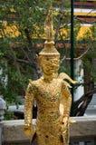 Złota, mityczna statua z gemstones w Uroczystym pałac Bangkok, Tajlandia fotografia royalty free