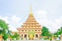 Złota pagoda przy Tajlandzką świątynią, Khonkaen Tajlandia Fotografia Stock