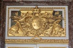 Złota podsufitowa Królewska górska chata przy pałac Versailles blisko Paryż Zdjęcia Royalty Free