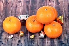 Złota pomarańcze z srebrem i złotem srebni ingots Zdjęcie Royalty Free