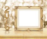Złota rocznik rama z 2016 rok drewnianą teksturą z lśnieniem Zdjęcia Stock