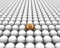 Złota sfera z dolarem na biały backgr Obrazy Stock
