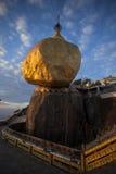 Złota skała, Myanmar Obrazy Stock