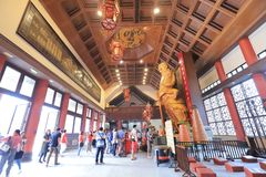 Złota statua przy Che Kung świątynią, Shatin zdjęcia royalty free