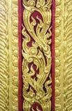 Złota tajlandzka sztuki ściany rzeźba Zdjęcia Stock