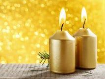 złote świece Złociści błyskotliwi bożonarodzeniowe światła Zamazany abstra Fotografia Stock