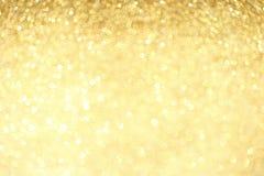 Złote błyskotanie błyskotliwość z bokeh wykonują ostrość i selectieve Świąteczny tło z jaskrawym złotem zaświeca, szampański bąbe obrazy stock