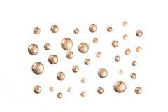Złote błyskotliwość gwoździa połysku krople odizolowywać na bielu obraz royalty free