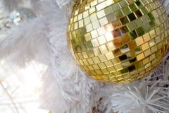 Złote boże narodzenie dekoracje Zdjęcie Royalty Free