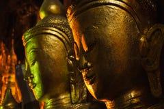 Złote Buddha statuy w Pindaya Zawalają się, Myanmar Obraz Royalty Free