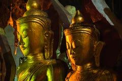 Złote Buddha statuy w Pindaya Zawalają się, Myanmar Fotografia Stock