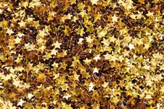 Złote gwiazdy textured błyskotliwości tło obrazy stock