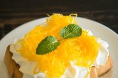 Złote Jajecznego Yolk nici lub Foi paska grzanki Tajlandzki deser Batożący Kremowy Czekoladowy centrum 2 zdjęcie stock
