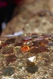 Złote piłki zawijać złocistego liścia tłem Fotografia Royalty Free