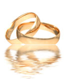 złote pierścienie poślubić Obrazy Royalty Free