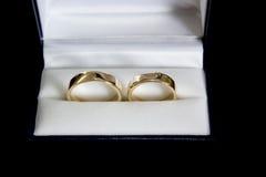 złote pierścienie poślubić Obraz Stock