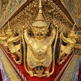 Złote rzeźby garuda Zdjęcia Royalty Free