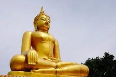 Złotej Buddha Birmańskiej sztuki Tajlandzki styl mieszał Tajlandzką sztukę Granica Tajlandia, Zdjęcia Stock