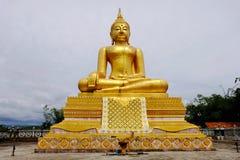 Złotej Buddha Birmańskiej sztuki Tajlandzki styl mieszał Tajlandzką sztukę Granica Tajlandia, Zdjęcia Royalty Free