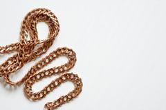 Złoto łańcuch Na bielu Fotografia Stock