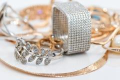 Złoto łańcuchu węża siatkarstwo i srebro rubin dzwonimy Obrazy Stock