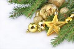 Złoto gwiazdowe i Bożenarodzeniowe dekoracje Zdjęcie Royalty Free