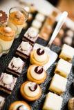 Złoto i Udaremneni Ślubni desery Mousses i zdjęcia stock