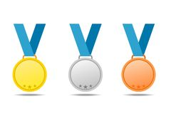 Złoto, srebro i brązowi medale z błękitnymi faborkami, Wektorowi medale odizolowywają z cieniem na białym tle royalty ilustracja