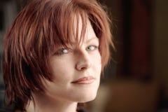 złotowłosy portret kobiety czerwieni Zdjęcie Stock