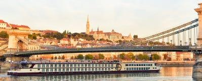 Złoty światło błyszczy na Danube rzece obrazy royalty free