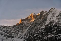 Złoty światło błyszczy szczyt zdjęcie stock