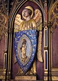 Złoty anioł wspiera wizerunek święty Genevieve wśrodku zdjęcie royalty free