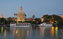 Złoty Basztowy Sevilla przy nocą Zdjęcie Royalty Free