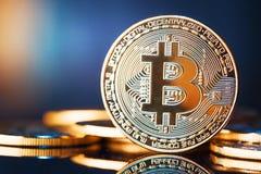 Złoty Bitcoins nowy wirtualny pieniądze Fotografia Stock