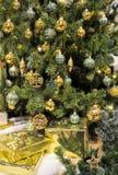 złoty Bożego Narodzenia drzewo Obrazy Royalty Free