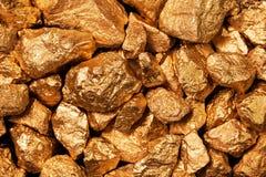 Złoty bryłki zbliżenie. Zdjęcia Stock